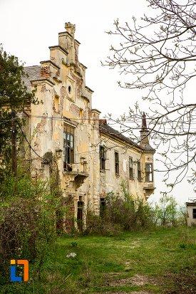 vedere-cu-ansamblul-castelului-teleky-din-uioara-de-sus-judetul-alba.jpg