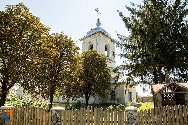 vedere-cu-biserica-cuvioasa-paraschiva-din-stefanesti-judetul-botosani.jpg