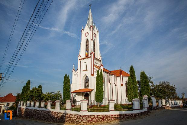 vedere-cu-biserica-din-brata-sf-ioan-botezatorul-din-saliste-judetul-sibiu.jpg