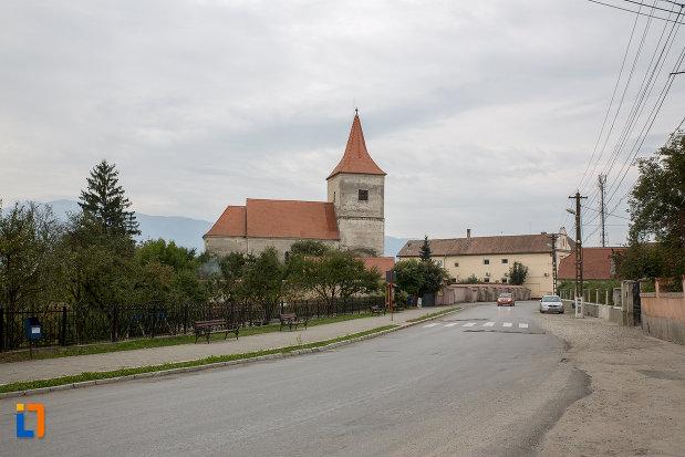 vedere-cu-biserica-evanghelica-1280-din-avrig-judetul-sibiu.jpg