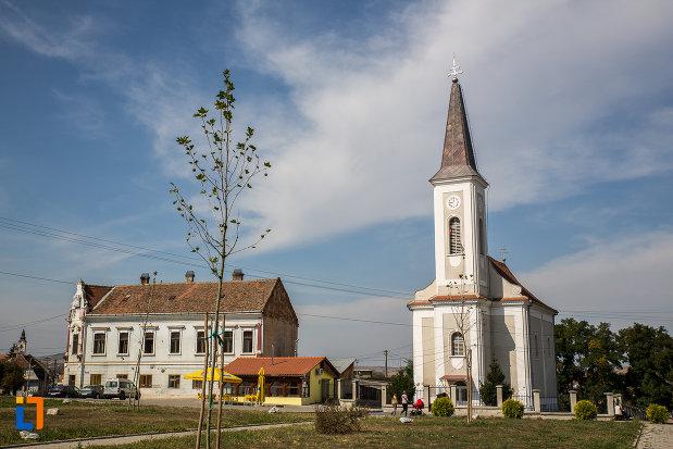 vedere-cu-biserica-greco-catolica-buna-vestire-din-miercurea-sibiului-judetul-sibiu.jpg