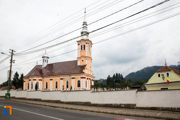 vedere-cu-biserica-ortodaxa-sf-adormire-din-sacele-judetul-brasov.jpg