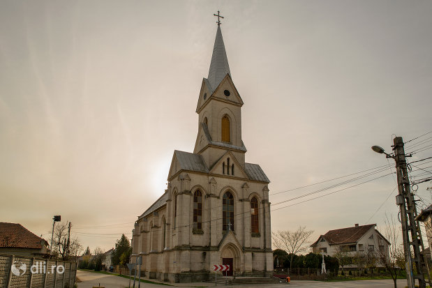 vedere-cu-biserica-romano-catolica-din-valea-lui-mihai-judetul-bihor.jpg