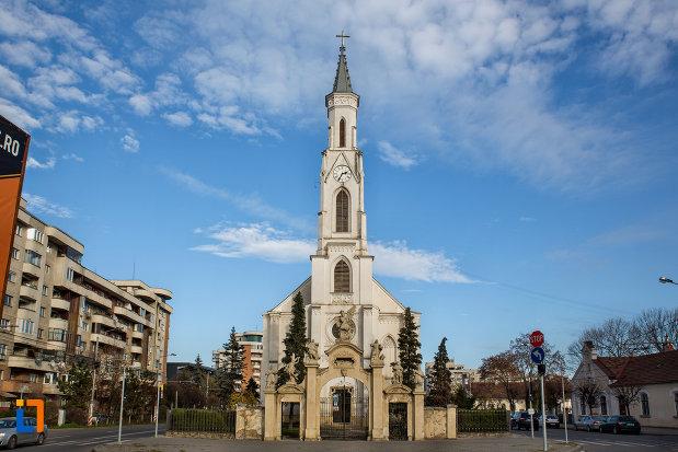 vedere-cu-biserica-romano-catolica-sf-pertu-din-cluj-napoca-judetul-cluj.jpg