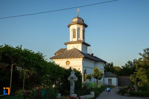 vedere-cu-biserica-sf-imparati-constantin-si-elena-din-buzau-judetul-buzau.jpg