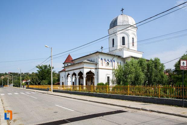 vedere-cu-biserica-sf-imparati-constantin-si-elena-din-cernavoda-judetul-constanta.jpg