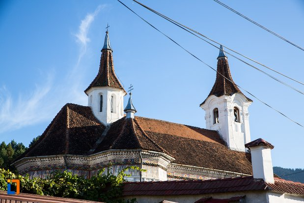 vedere-cu-biserica-sf-nicolae-cernatu-1781-1783-din-sacele-judetul-brasov.jpg