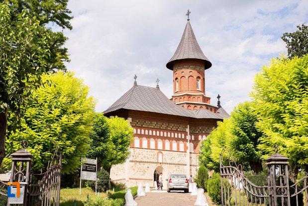 vedere-cu-biserica-sf-nicolae-din-1495-biserica-domneasca-din-dorohoi-judetul-botosani.jpg