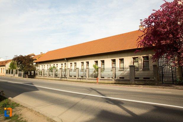 vedere-cu-biserica-si-manastirea-franciscana-din-alba-iulia-judetul-alba.jpg