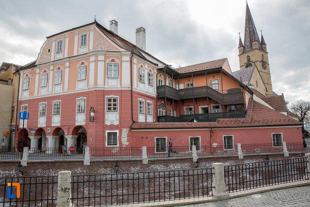 vedere-cu-casa-azi-centrul-cultural-al-luxemburgului-din-sibiu-judetul-sibiu.jpg