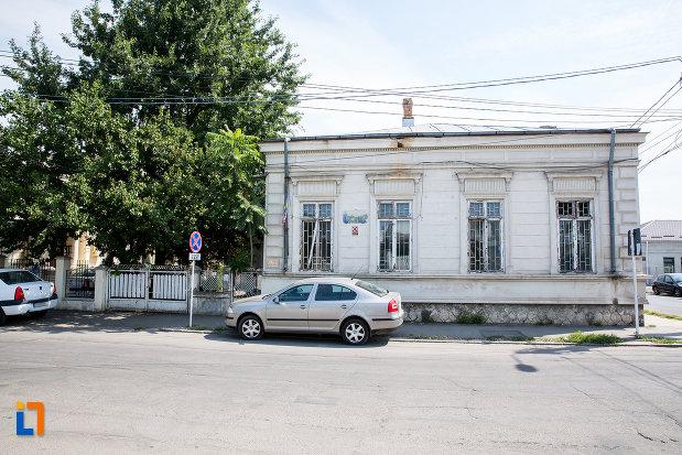 vedere-cu-casa-fosta-administratie-financiara-municipala-din-calarasi-judetul-calarasi.jpg