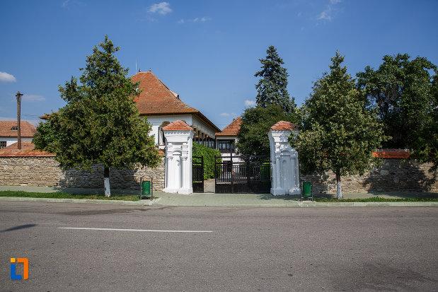 vedere-cu-casa-memoriala-nicolae-iorga-din-valenii-de-munte-judetul-prahova.jpg