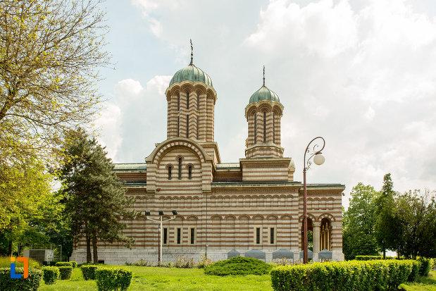 vedere-cu-catedrala-mitropolitana-sf-dimitrie-din-craiova-judetul-dolj.jpg