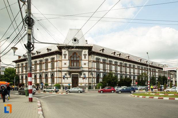vedere-cu-colegiul-national-tudor-vladimirescu-din-targu-jiu-judetul-gorj.jpg