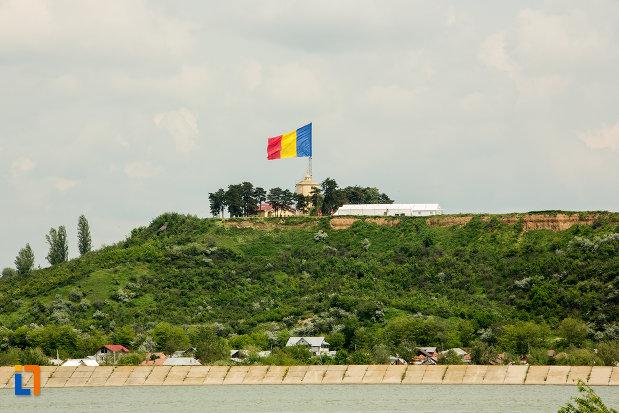 vedere-cu-drapel-orasul-slatina-judetul-olt.jpg