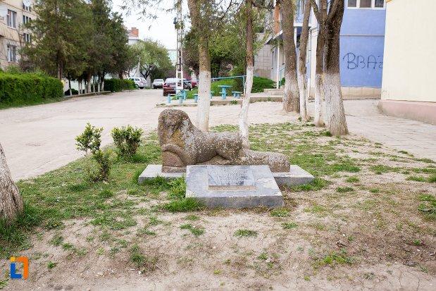 vedere-cu-leii-funerari-din-ocna-mures-judetul-alba.jpg