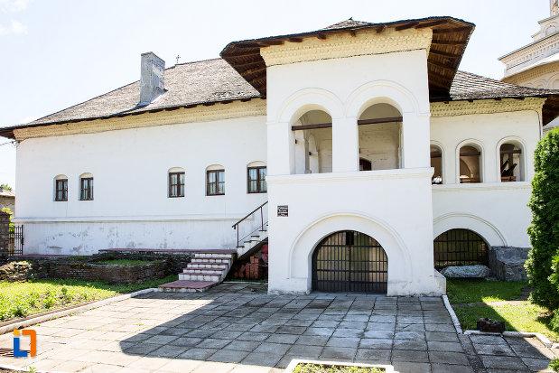 vedere-cu-manastirea-stelea-din-targoviste-judetul-dambovita.jpg