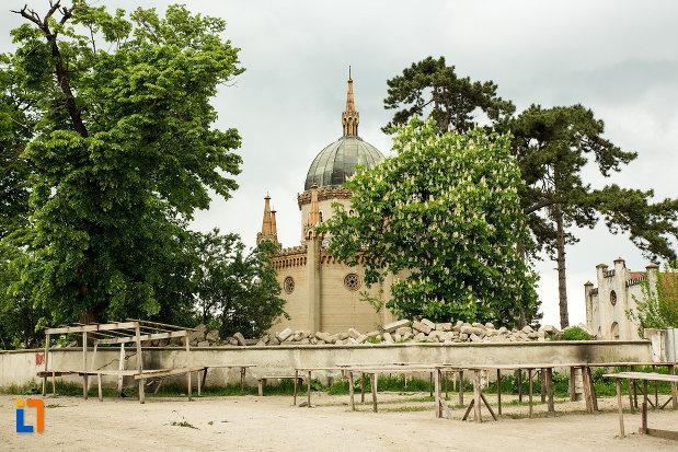 vedere-cu-mausoleul-familiei-filisanu-din-filiasi-judetul-dolj.jpg