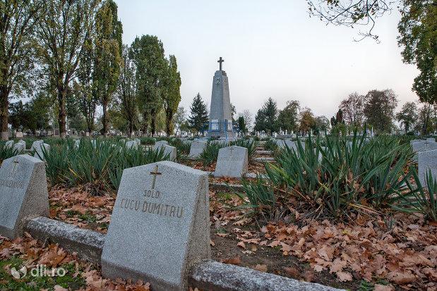 vedere-cu-monumentul-eroilor-romani-cazuti-in-cel-de-al-ii-lea-razboi-mondial-1944-din-oradea-judetul-bihor.jpg