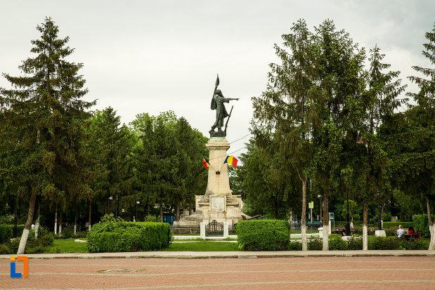 vedere-cu-monumentul-independentei-din-corabia-judetul-olt.jpg
