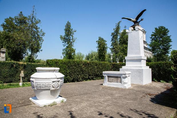 vedere-cu-monumentul-ostasului-necunoscut-din-oltenita-judetul-calarasi.jpg