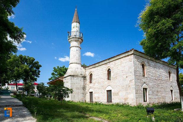 vedere-cu-moscheea-esmahan-sultan-din-mangalia-judetul-constanta.jpg