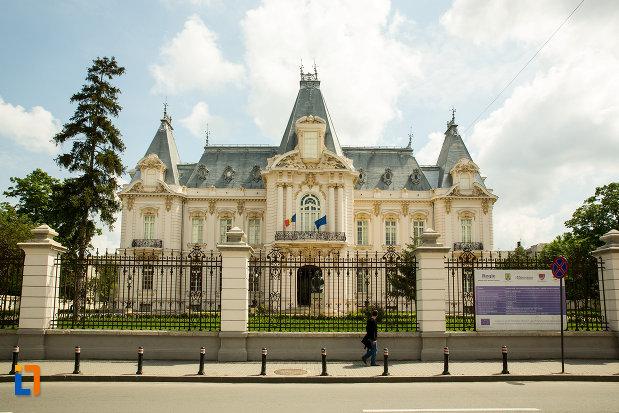 vedere-cu-muzeul-de-arta-din-craiova-judetul-dolj.jpg