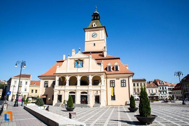 vedere-cu-muzeul-judetean-de-istoria-din-brasov-judetul-brasov.jpg