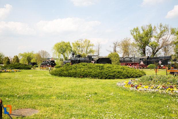 vedere-cu-muzeul-locomotivelor-cu-aburi-din-resita-judetul-caras-severin.jpg
