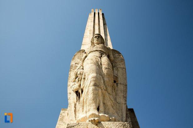 vedere-cu-obeliscul-lui-horea-closca-si-crisan-din-alba-iulia-judetul-alba.jpg