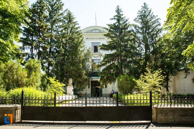 vedere-cu-palatul-comisiei-europene-a-dunarii-azi-biblioteca-va-urechea-din-galati-judetul-galati.jpg