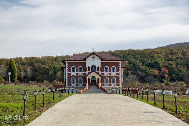 vedere-cu-palatul-episcopiei-salajului-din-zalau-judetul-salaj.jpg