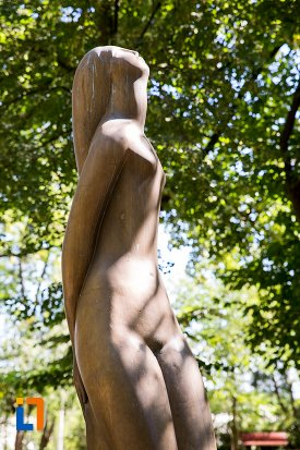 vedere-cu-statuie-nud-din-braila-judetul-braila.jpg