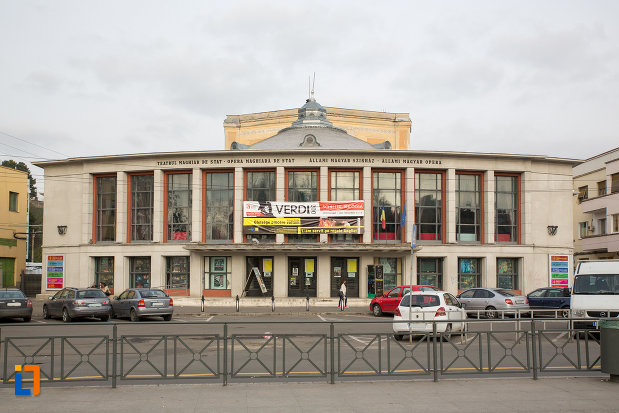 vedere-cu-teatrul-maghiar-de-stat-si-opera-maghiara-de-stat-din-cluj-napoca-judetul-cluj.jpg