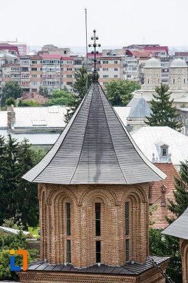 vedere-cu-turnul-de-la-biserica-domneasca-adormirea-maicii-domnului-din-targoviste-judetul-dambovita.jpg