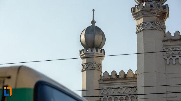 vedere-cu-turnurile-de-la-sinagoga-neologa-din-cluj-napoca-judetul-cluj.jpg