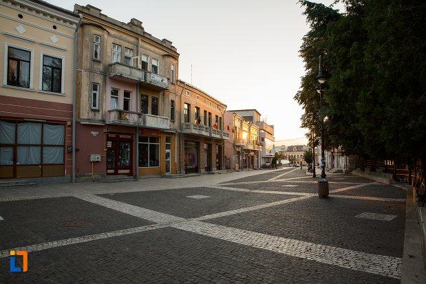 vedere-cu-vechiul-centru-comercial-din-botosani-judetul-botosani.jpg
