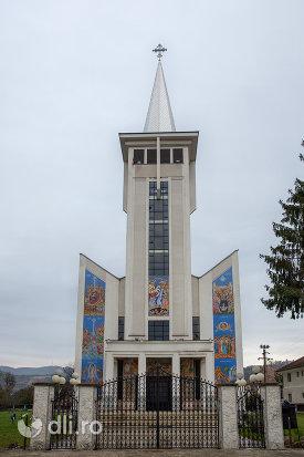 vedere-de-ansamblu-de-la-biserica-ortodoxa-noua-din-bogdan-voda-judetul-maramures.jpg