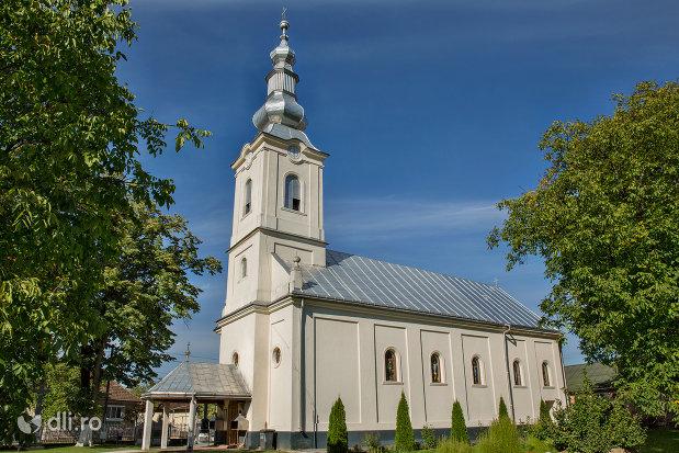 vedere-de-ansamblu-spre-biserica-ortodoxa-din-vama-judetul-satu-mare.jpg