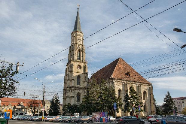 vedere-de-departe-biserica-sfantul-mihail-din-cluj-napoca-judetul-cluj.jpg