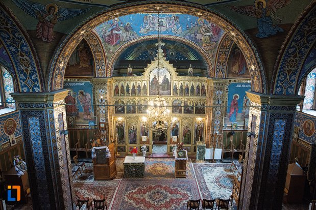 vedere-din-balconul-de-la-biserica-ortodoxa-veche-din-ocna-mures-judetul-alba.jpg