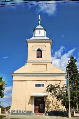 vedere-din-fata-biserica-greco-catolica-din-lazuri-judet-satu-mare.jpg