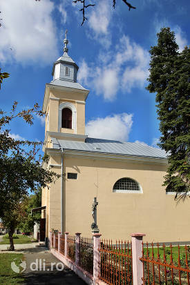 vedere-din-lateral-biserica-greco-catolica-din-lazuri-judet-satu-mare.jpg