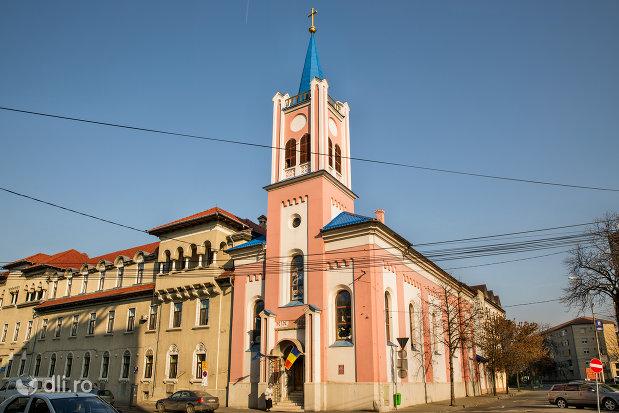 vedere-din-lateral-biserica-greco-catolica-sf-mare-mucenic-gheorghe-biserica-seminarului-teologic-greco-catolic-din-oradea-judetul-bihor.jpg