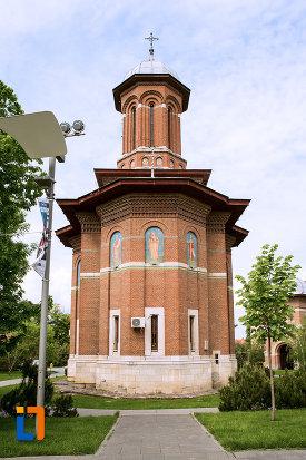 vedere-din-spate-cu-ansamblul-bisericii-sf-treime-din-craiova-judetul-dolj.jpg