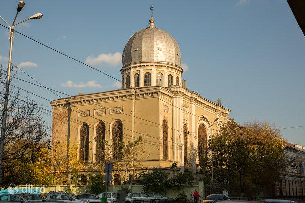 vedere-din-spate-cu-sinagoga-bd-independentei-din-oradea.jpg