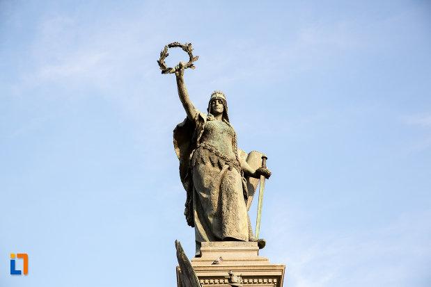 vedere-frontala-cu-monumentul-libertatii-din-arad-judetul-arad.jpg
