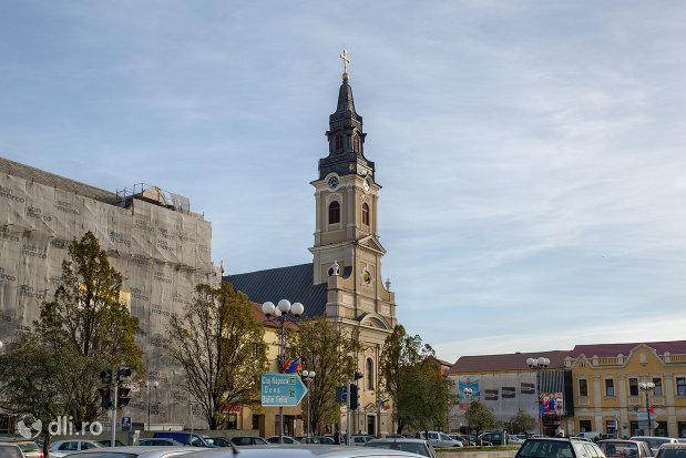 vedere-indepartata-cu-catedrala-ortodoxa-adormirea-maicii-domnului-biserica-cu-luna-din-oradea-judetul-bihor.jpg