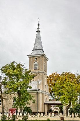 vedere-laterala-a-turnului-bisericii-sf-arhangheli-mihail-si-gavril-din-amati-judetul-satu-mare.jpg