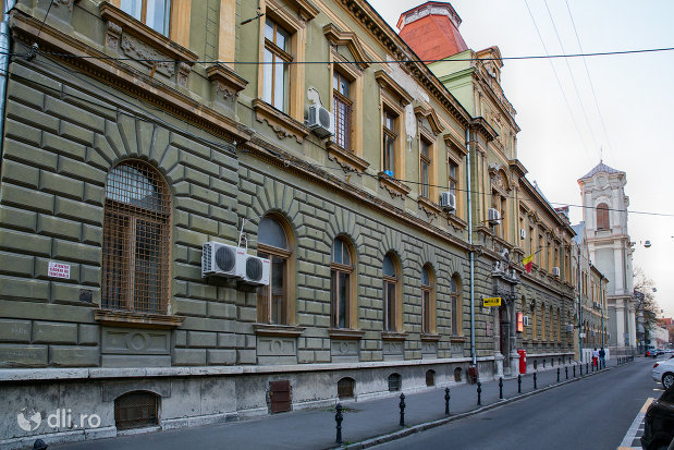 vedere-laterala-cu-palatul-postelor-din-oradea-judetul-bihor.jpg